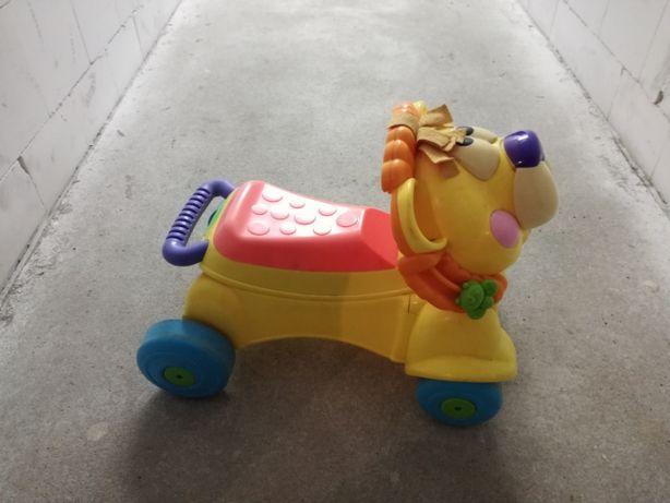pchacz - jeździk lew