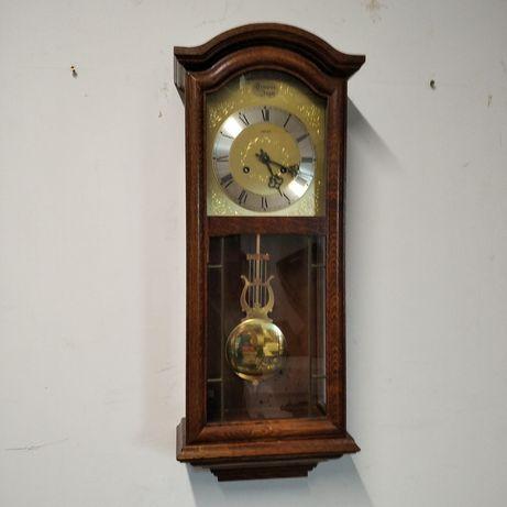 Stary zegar ścienny.