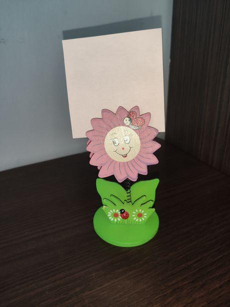Uchwyt spinacz na zdjęcie lub notatkę drewniany kwiatek na biurko