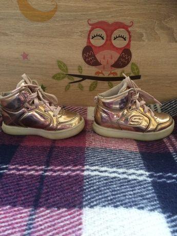 Кроссовки-ботинки со светящейся подошвой Skechers