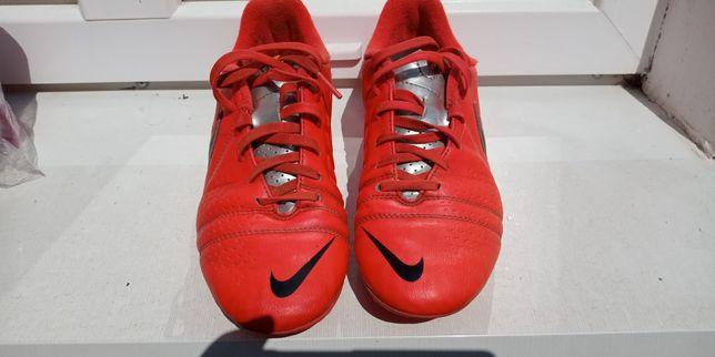 Копы Nike 36,5 размер в отличном состоянии.