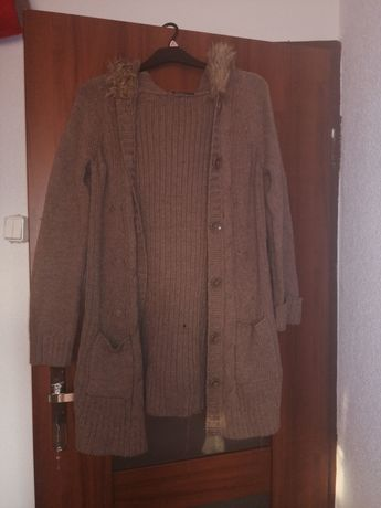 Sweter gruby z kapturem