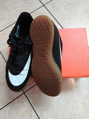 Buty chłopięce Nike 37.5