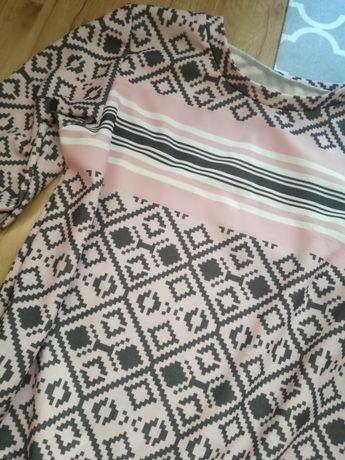 Sukienka azteckie pudrowy róż wzory falbana