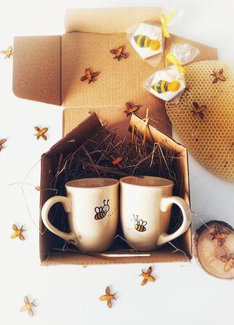 Zestaw prezentowy kubek ręcznie malowany Zakochane Pszczoły wesele