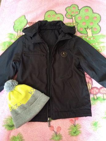 Продам демисезонную курточку на мальчика ростом 140-152см.