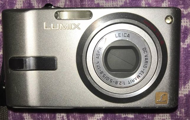 Фотоапарат Panasonic Lumix DMC-FX10, 6 мегапікселів, екран 2,5