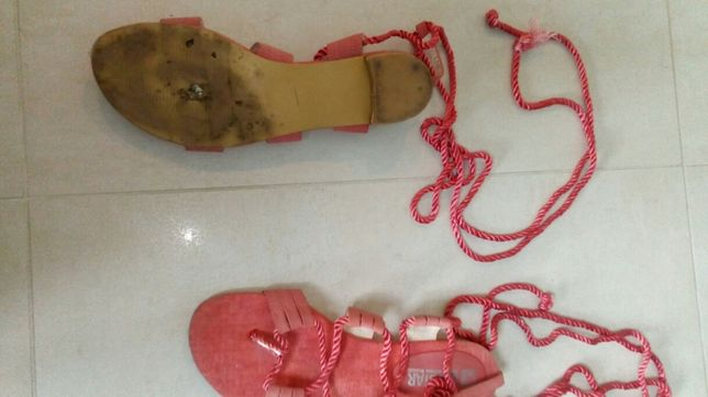 Ciekawe sandały 40
