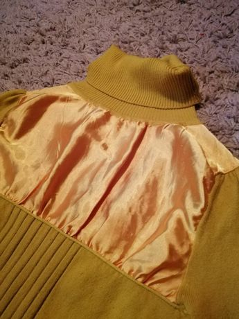 Гольф з супер м'якої тканини та декорований атласом