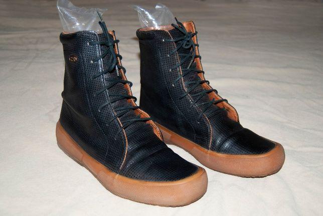 Красивые демисезонные ботинки Superga