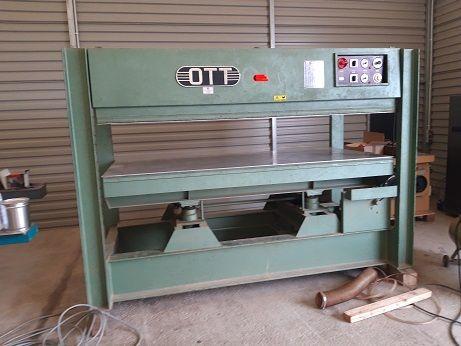 Prasa półkowa do forniru hydrauliczna OTT 130X250 grzana elektrycznie