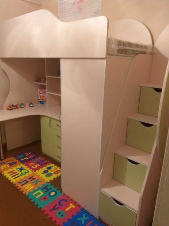 Кровать- чердак с письменным столом и шкафом. Николаев.