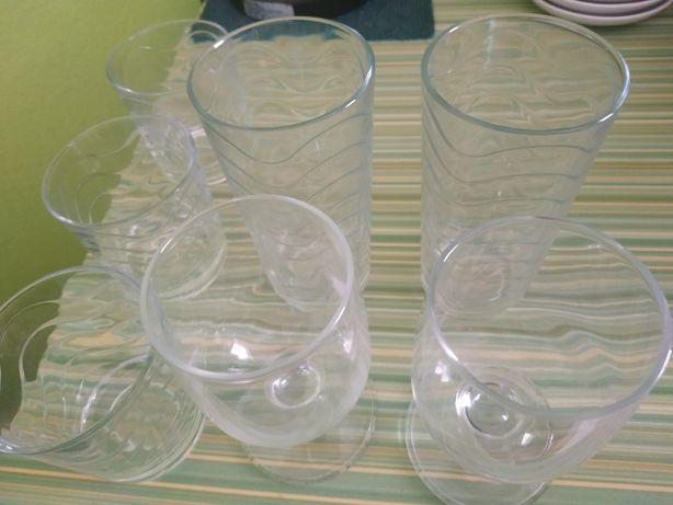 Vende se os copos todos juntos