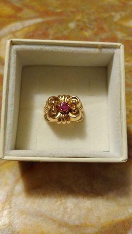 Złoty pierścionek z rubinem 18K