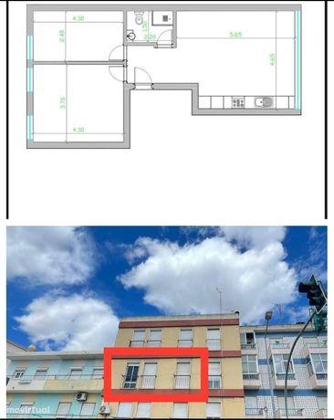 T2 - Totalmente Remodelado - 2ºAndar - Centro de Vialonga