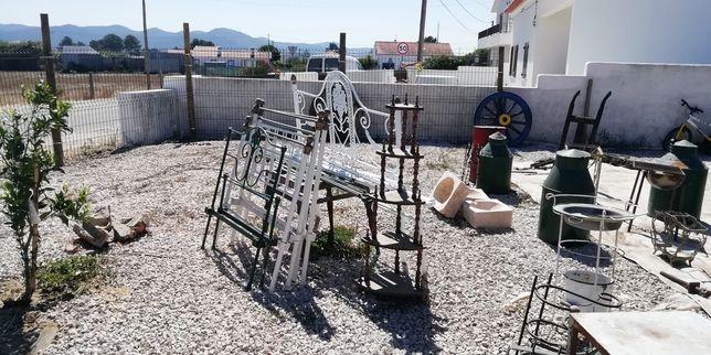 Camas de ferro completas antiga de casal