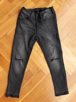 Spodnie dżinsowe czarne z dziurami na kolanach rozmiar 128