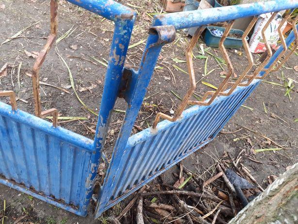 2 portões em ferro para restauro (3+1)