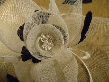 Вуалетка Шляпа шляпка Театральная Свадебная НОВАЯ перья, бусины Ярлык