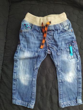 Spodnie jeansy rurki Next chłopięce z przetarciami