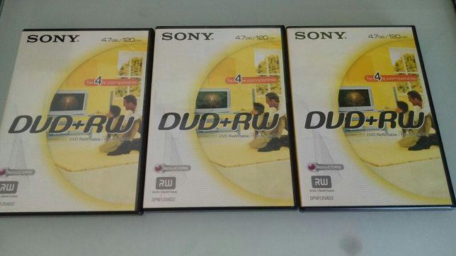 Três caixas de CD/DVD