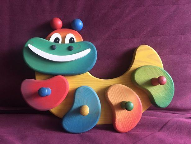 Drewniany wieszak dla dzieci