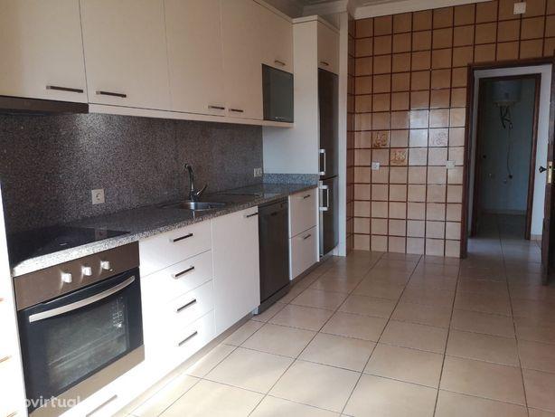 T-3 c/cozinha equipada / lug.garagem - Av.Republica - Ao Corte Inglês