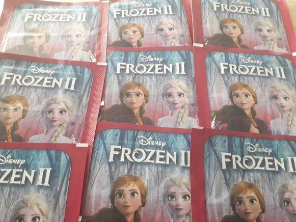 30 saquetas Frozen 2 + caderneta vazia