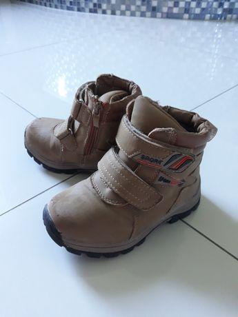 Buty zimowe chłopięce w rozmiarze 27.