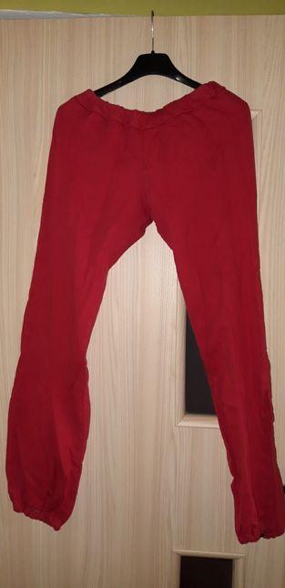 Czerwone, piżamowe spodnie