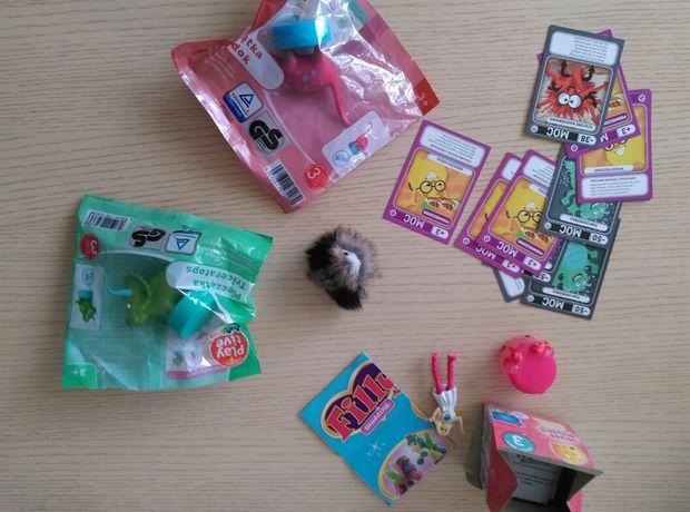 Zabawki karty pieczątki figurki