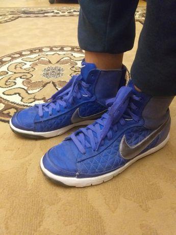 Кроссовки Nike р. 38