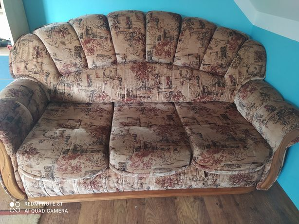 Sofa z fotelami plus stolik