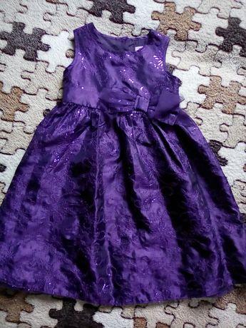Нарядное праздничное платье на девочку 1,5-2года в идеальном состоянии