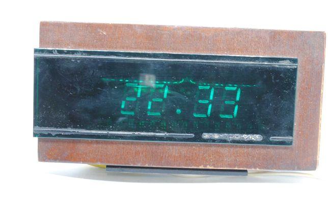 Часы настольные Электроника 6.15М времён СССР с будильником