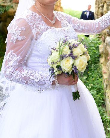 Suknia ślubna model Ofelia z salonu Afrodyta + welon