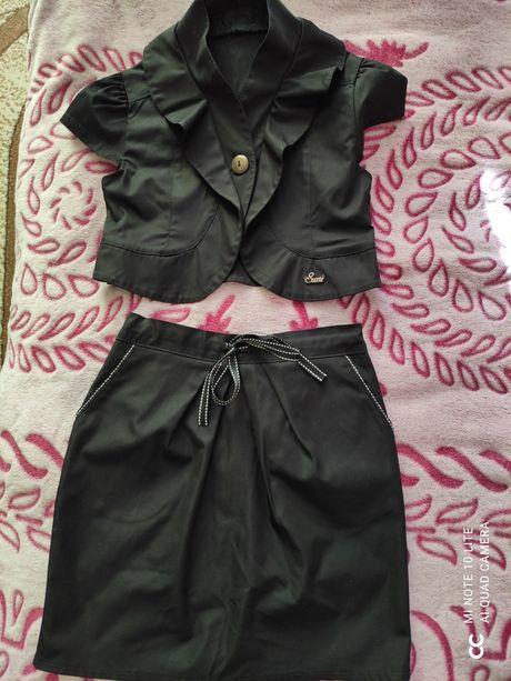 Продам костюмчик р.134-146