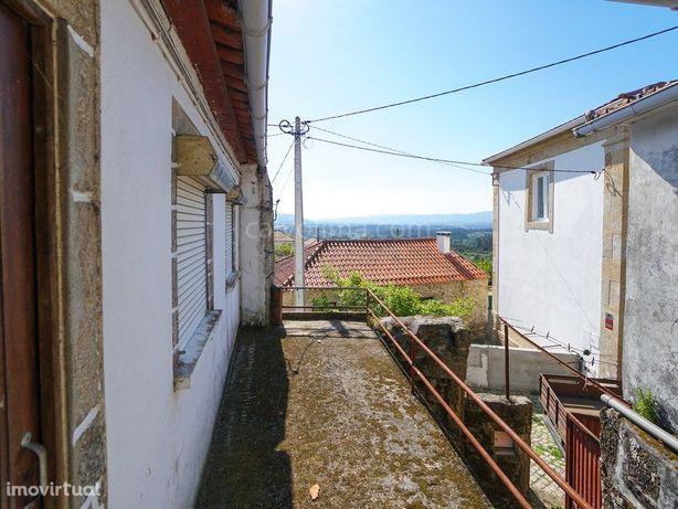 Moradia para restauro, localizada na freguesia de Cerdal,...