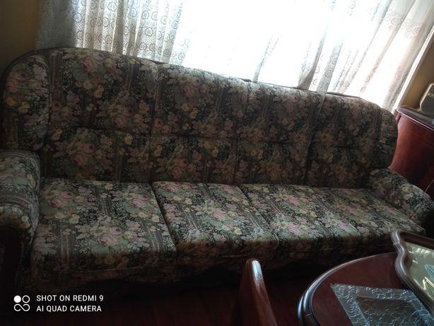 Sofá antigo mas muito bonito