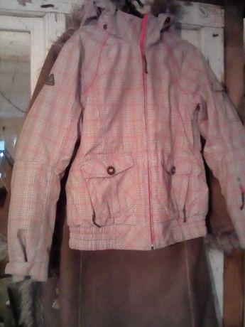 Продам лижну куртку для дівчинки розмір 36 з капюшоном.