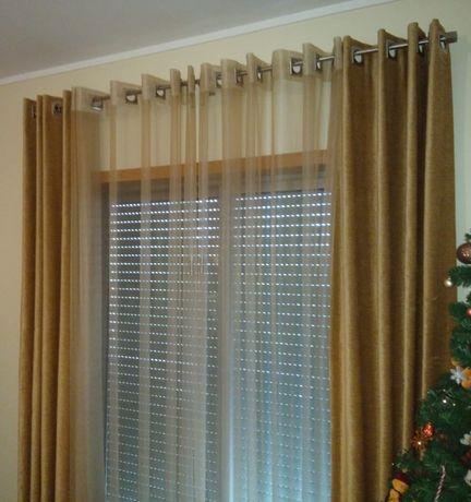 2 conjuntos de cortinados (organza + reposteiros + varões inox)