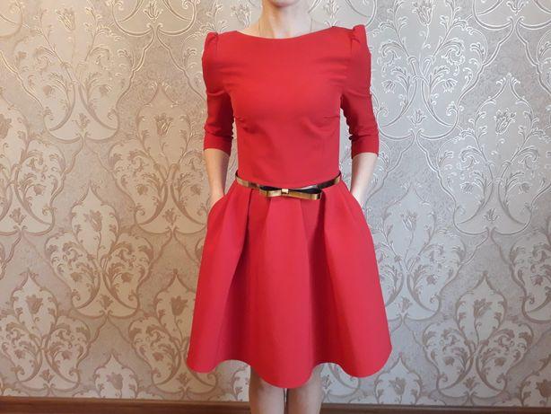 Платье  красное для девушки