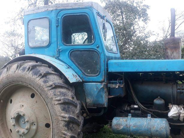 Трактор Т-40 з причепом і плугами