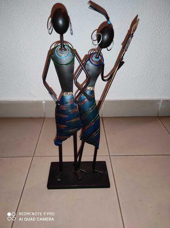 Bonecas decorativas em latão