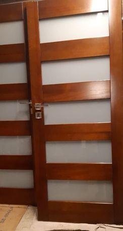 Drzwi drewniane 80 prawe drewniane, futryna +listwy, warto