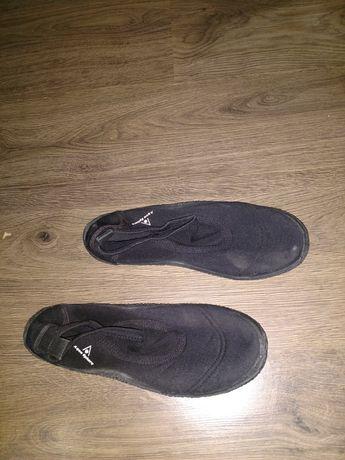 Обувь для плаванья,пляжа.