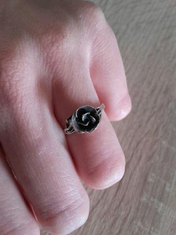 Stary autorski srebrmy pierścionek z różą srebro