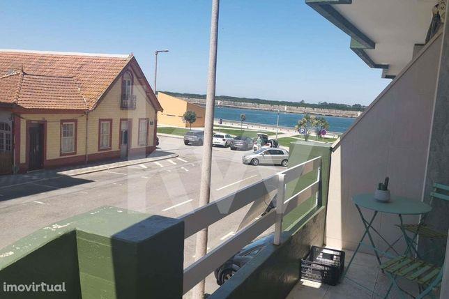 Apartamento T2 com lugar de garagem na Praia da Barra - A poucos metro