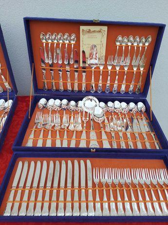 conjunto de talheres usados (2 Faqueiros)