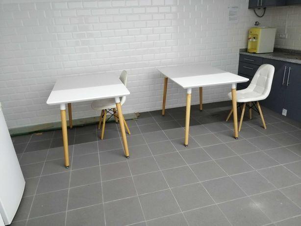Mesa de apoio minimalista